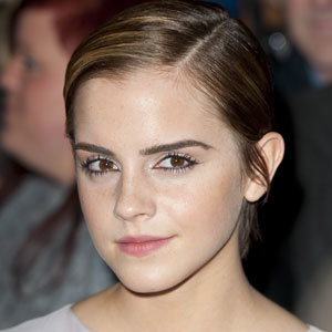 Celeb Hair: Emma Watson is growing out her crop!