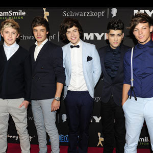 1D WATCH: One Direction dress up for an awards show in Australia!