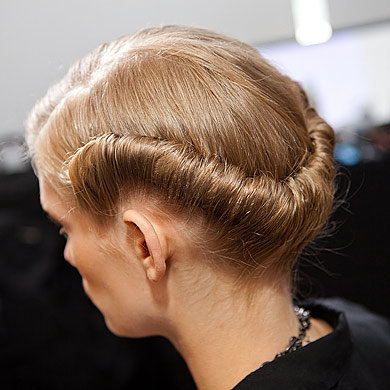 Get Preen's 40s style hair