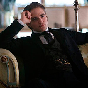 See Robert Pattinson in romantic new role!