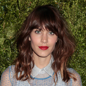 Alexa Chung loves red lipstick!