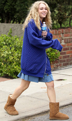 SEE PICS: AnnaSophia Robb starts filming The Carrie Diaries!