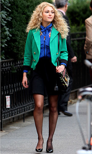 SEE PICS: AnnaSophia Robb on set of The Carrie Diaries