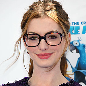 Anne Hathaway Goes For Geek Chic Specs At The La Premiere