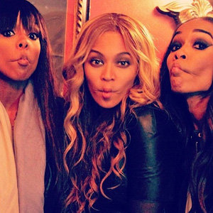 Beyonce shares backstage pictures with Destiny's Child girls