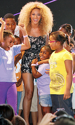 Beyonce gives a surprise store performance in NYC