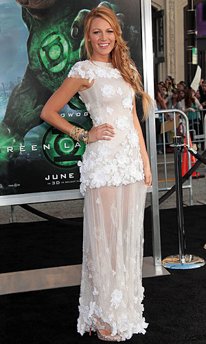 Family girl Blake Lively wows at Green Lantern premiere