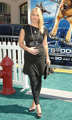 WOW! Pregnant Christina Applegate premieres her baby bump!