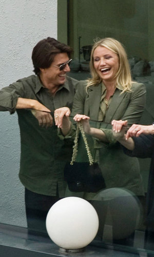Cameron Diaz and Tom Cruise wear matching outfits promoting Knight &  Day