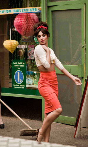 Cheryl Cole's 60s makeover for Under The Sun video