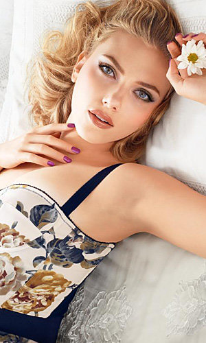 SEE PIC: Scarlett Johansson models Dolce & Gabbana's Italian Summertime make-up collection