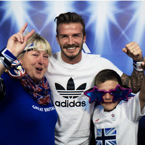 David Beckham surprises shoppers!