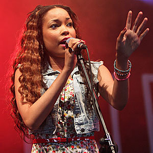 Dionne Bromfield pays tribute to Amy Winehouse