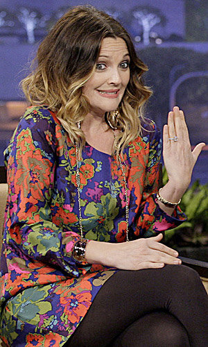 Drew Barrymore shows off her engagement ring on The Tonight Show!