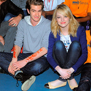 SEE PICS: Emma Stone and Andrew Garfield volunteer!