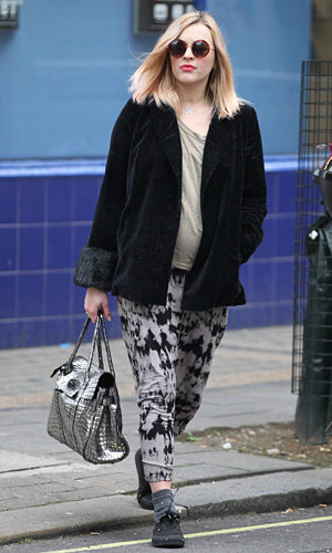 Pregnant Fearne Cotton works Mulberry into her winter wardrobe