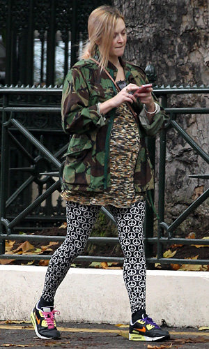 Pregnant Fearne Cotton works clashing prints