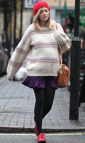 Pregnant Fearne Cotton shows off her knit collection