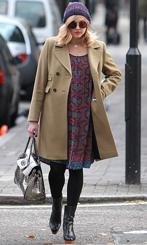 Pregnant Fearne Cotton gives us lessons in accessorising