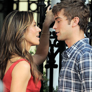 SEE PICS: Liz Hurley joins Chace Crawford on set of Gossip Girl
