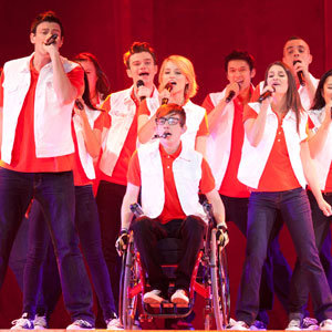 Cory Monteith, Lea Michele and Glee cast hit the stage on live tour!