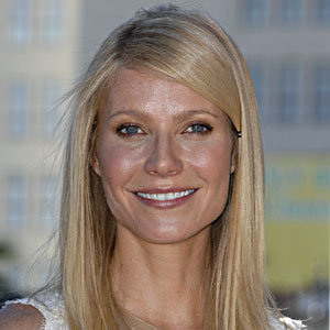 SEE PICS: Gwyneth Paltrow gets her Hollywood star