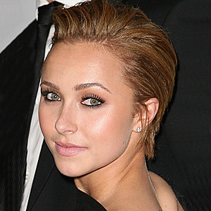 PICS: Hayden Panettiere shows off new cropped hairstyle