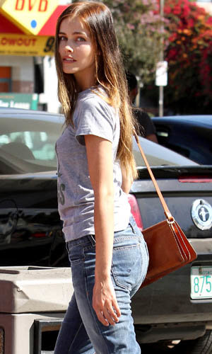 Isabel Lucas effortless style icon