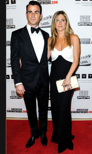 Jennifer Aniston and Justin Theroux work the red carpet