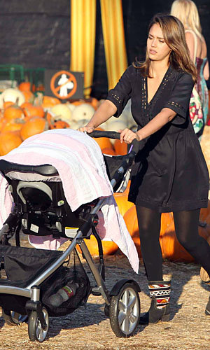 Jessica Alba and Alessandra Ambrosio take the kids to pick up pumpkins!