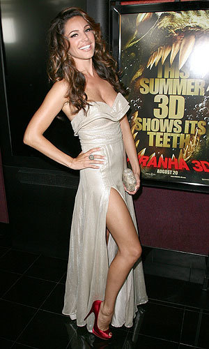 Kelly Brook glitters in gold at the Piranha 3D premiere