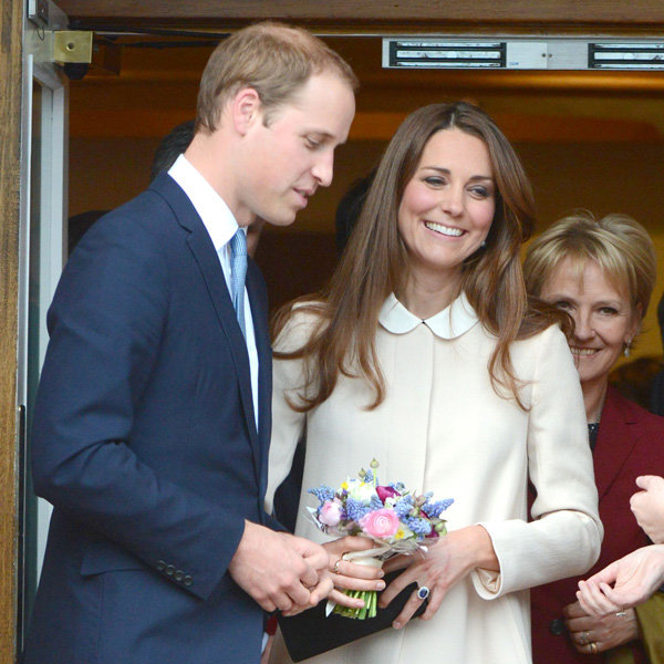 Pregnant Kate Middleton steps out in Topshop dress