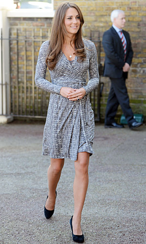 Kate Middleton shows off her baby bump on Hope House visit