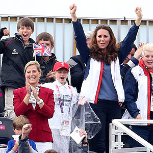 Kate Middleton cheers on Paralympic rowing champions