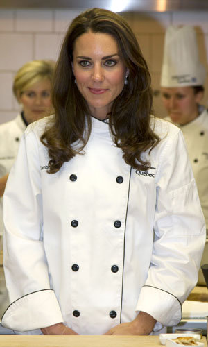 Kate Middleton teaches Prince Harry to cook!