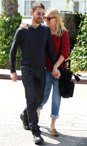 CUTE COUPLES: Kate Bosworth and Jennifer Aniston cosy up to their new men