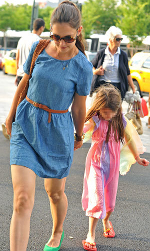 Katie Holmes takes Suri for a day out with her mum!