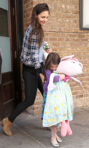 FAMILY OUTING: Katie Holmes and Suri Cruise out and about!