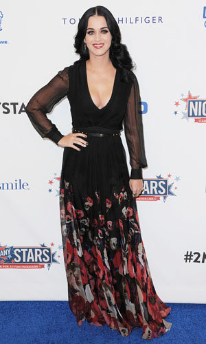 Katy Perry works florals at Comic Central's benefit event!