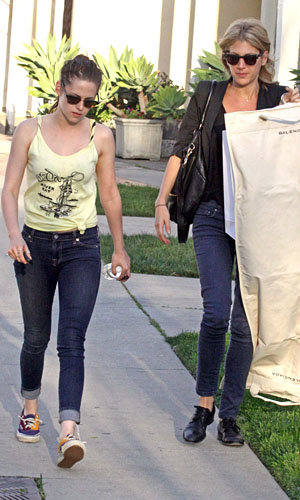 Kristen Stewart hits the shops!