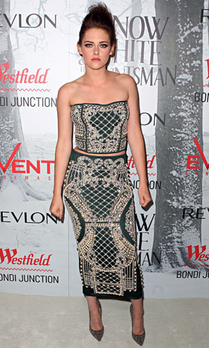SEE PICS: Kristen Stewart in Balmain at the Snow White And The Huntsman premiere!