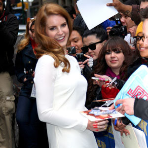 Lana Del Rey plays up to the cameras on The Late Show