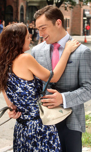 Leighton Meester and Ed Westwick cosy up on set of Gossip Girl season five!