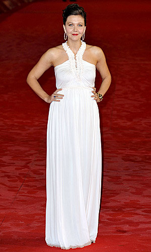 WOW: Maggie Gyllenhaal is gorgeous in white at the Hysteria premiere