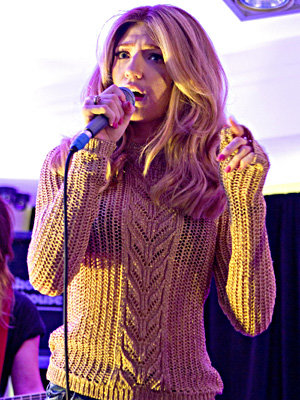 Nicola Roberts' cosy performance outfit!