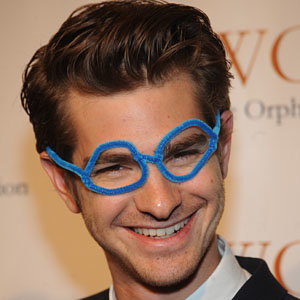 SEE PICS! Spiderman co-stars Andrew Garfield and Emma Stone get bespeckled for charity gala
