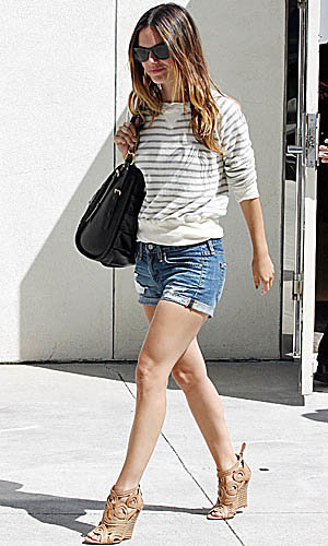 Rachel Bilson and Kate Bosworth learn some fashionable lines for new movie!