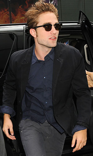 Robert Pattinson dresses down for Cosmopolis interviews