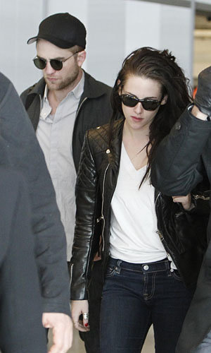 SEE PIC: Kristen Stewart and Robert Pattinson fly back to LA together