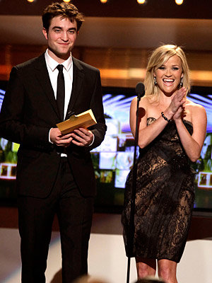 Robert Pattinson and Reese Witherspoon get giggles on stage at ACM awards!